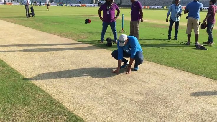 Hello and welcome to the fifth and final Test here in Chennai. ‪We are here in Chepauk and #TeamIndia coach Anil Kumble takes a close look at the pitch on Day 1 #INDvENG‬ Paytm Test cricket