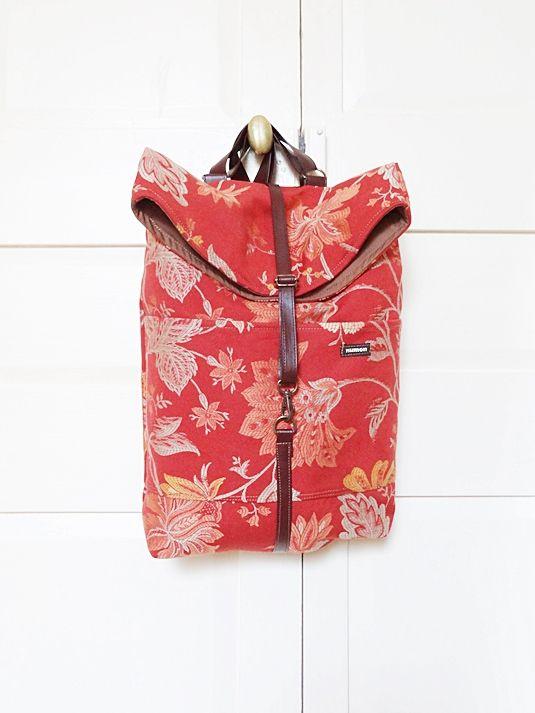 Dolo - Mochila pequeña - Bolsos made in Barcelona con telas recicladas. Moda sostenible.