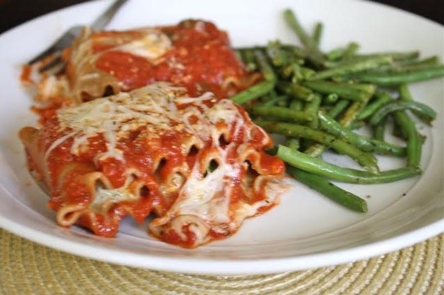 Chicken spinach lasagna, Cheesy chicken and Spinach lasagna rolls on ...
