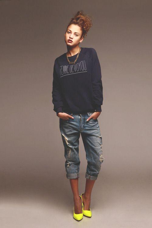 boyfriend jeans + neon pumps.