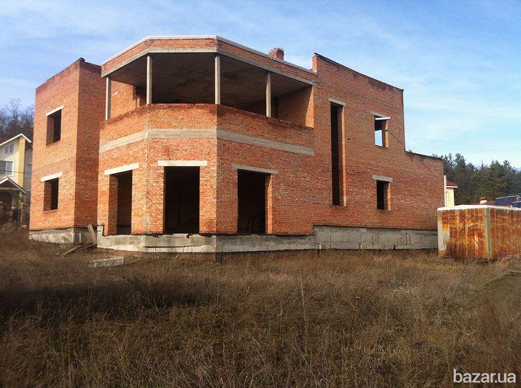 Продам дом на 10 сот. в охраняемом коттеджном посёлке Стоянка2. Стены из красного кирпича, общая площадь 360м2, плоская крыша покрыта...