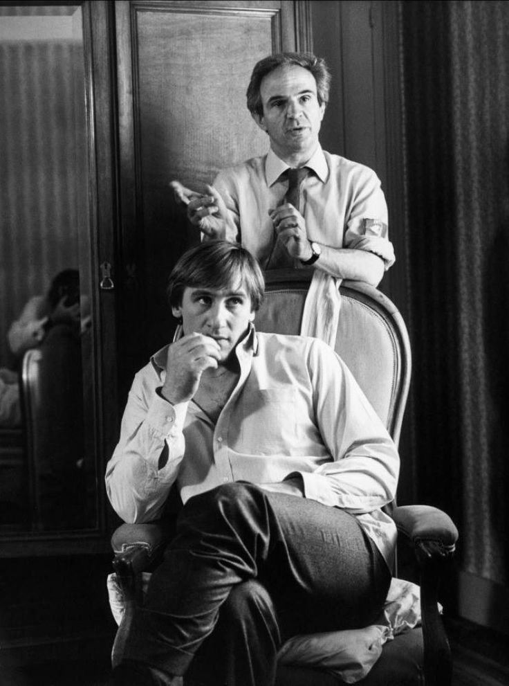 Gerard Depardieu And Director Francois Truffaut On The Set Of The Woman Next Door Francois Truffaut Director Movie Directors Francois Truffaut Movie Director
