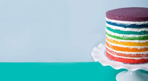 Comment faire un rainbow cake ?, On rêve toutes de réaliser le plus beau des gâteaux … Découvrez en images les secrets du rainbow cake et de ses multiples couches colorées- aussi spectaculaire que facile à faire ! A vous de jouer.