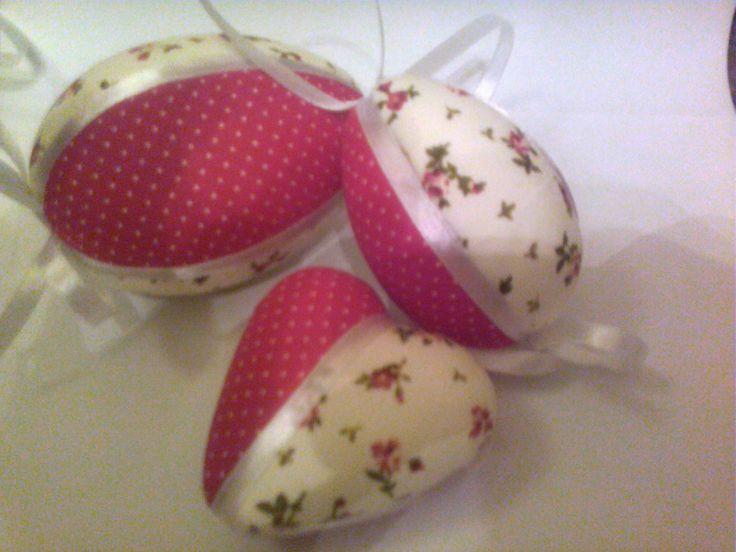 Húsvéti tojások és szívek