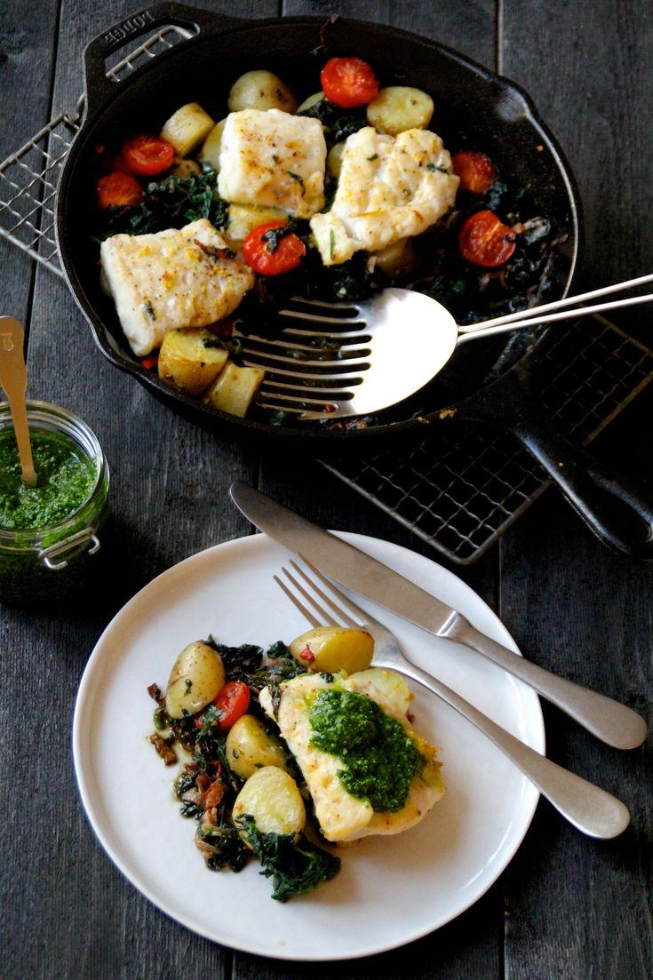 Torsk i gryte, stekepanne eller form. En enkel middag som du lager på en,to,tre og som gir deg en fin anledning å bruke opp litt rester.