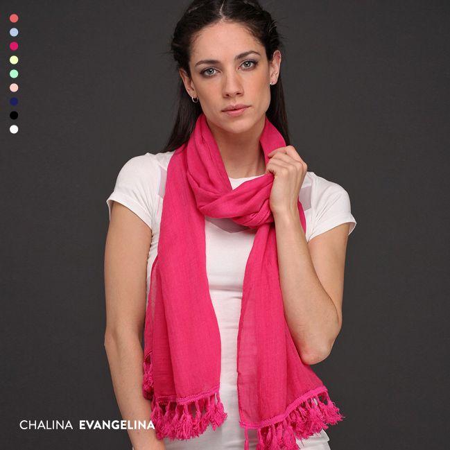 La Chalina Evangelina tiene un precioso acabado en hilo de algodón al tono y viene en nada menos que 9 colores. Imperdible para todos tus outfits.