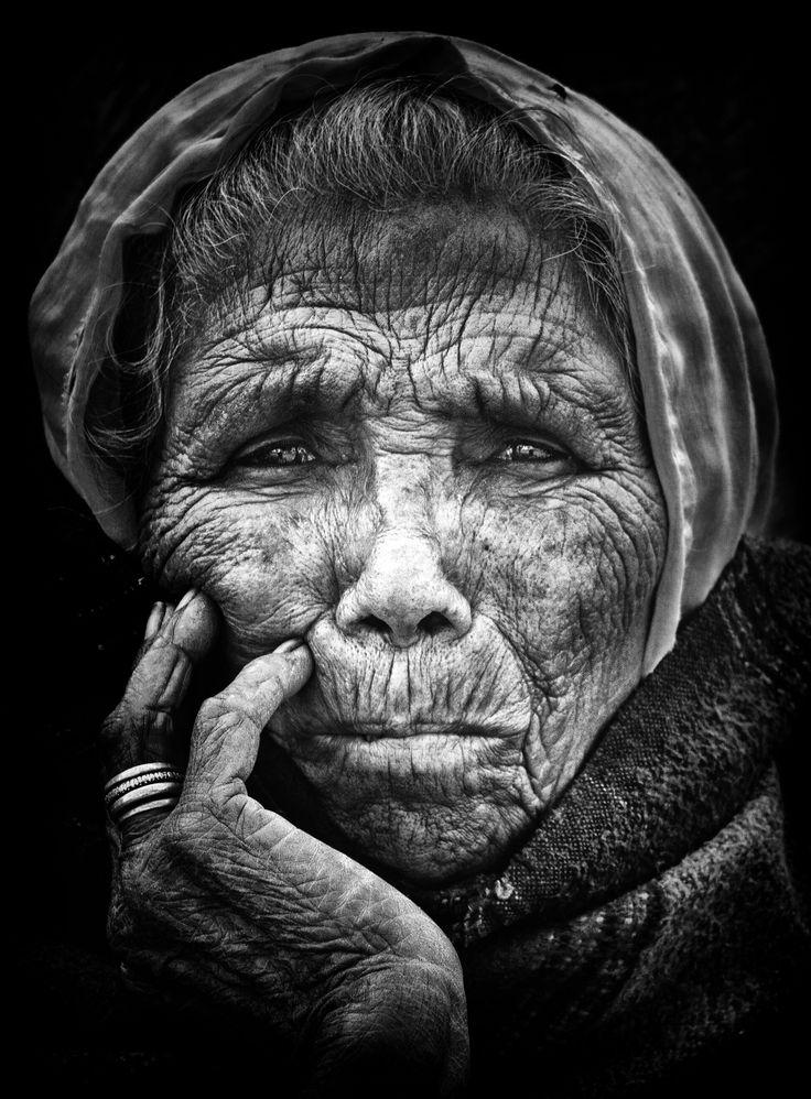 Glätten Sie mit Ihrem geistigen Auge die Falten der Zeit und machen Sie sich Sorgen. Es gibt dort eine schöne Frau. Ich sehe sie, denn ich bin auch alt und erinnere mich an meine Jugend