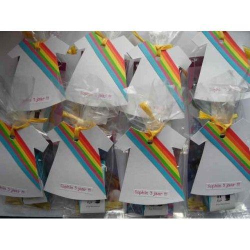 Trakteerzakjes met de K3 jurkjes van Hippe Traktaties http://www.hipperdepip.com/verjaardag_traktatie/verjaardag_traktatie_hippemeisjes/traktatie_k3