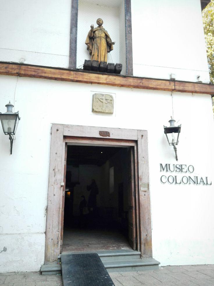 Este museo posee la mayor muestra de Arte Colonial en Chile  http://santiagoporconocer.cl/