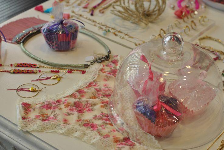 Merchandising @Box Bazar ! Colliers colorés, bracelets raffinés et culottes romantiques!