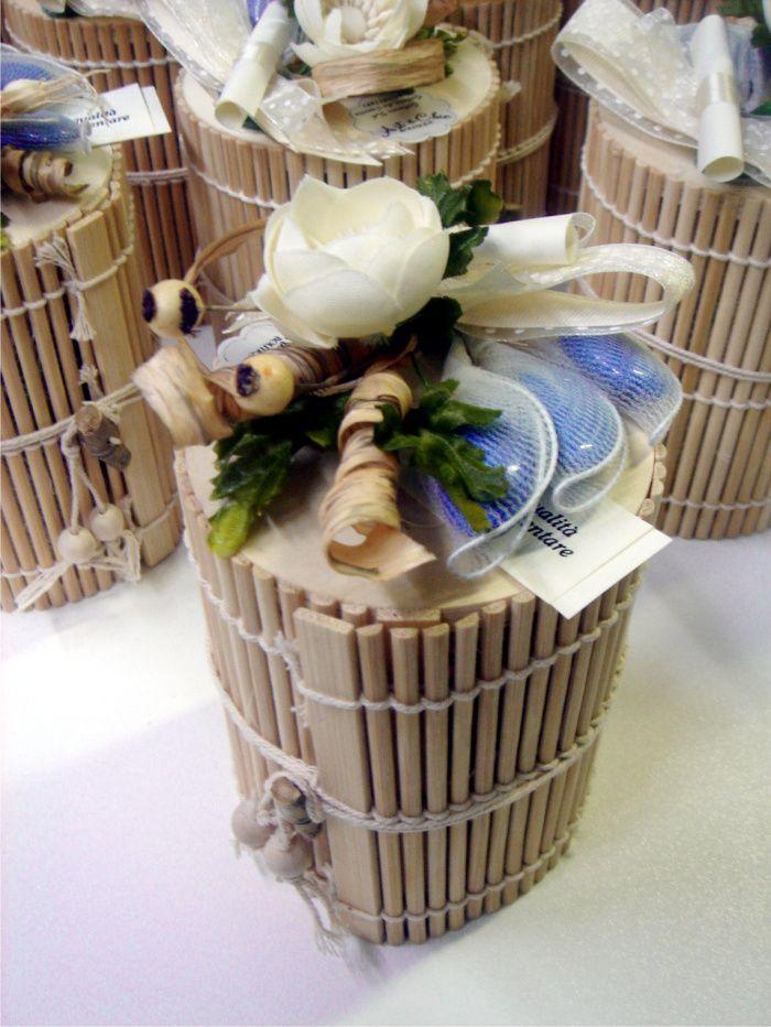 Bomboniere enogastronomiche country chic marmellate in scatole di bamboo e bouquet con fiocco pois