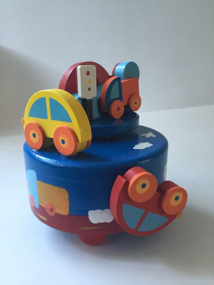 Muziekdoos #auto #hout Kraamkado #kraamcadeau #baby #babykado #geboortekado #babykamer #babyshower op www.hummelkado.nl