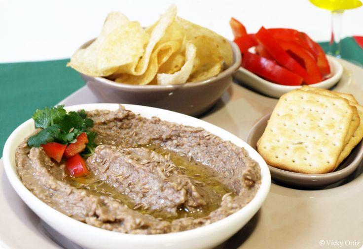 """Vicky Ortiz """"El Baba Ganoush es un paté de berenjena típico de la cocina de Oriente Medio. Es un plato muy sano y totalmente de dieta. Además de estar riquísimo, le da un importante aporte de calcio a nuestra dieta habitual, ya que es uno de los componentes principales del sésamo y en esta receta …"""