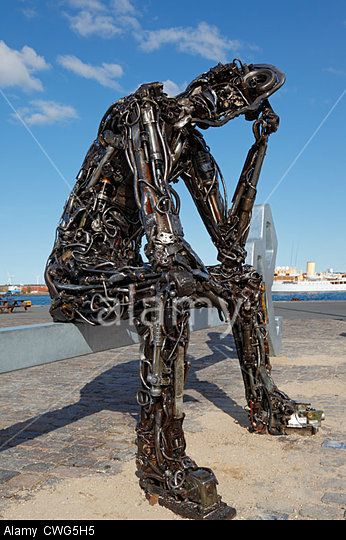 http://c8.alamy.com/comp/CWG5H5/the-controversial-new-permanent-sculpture-zinkglobal-the-key-to-the-CWG5H5.jpg