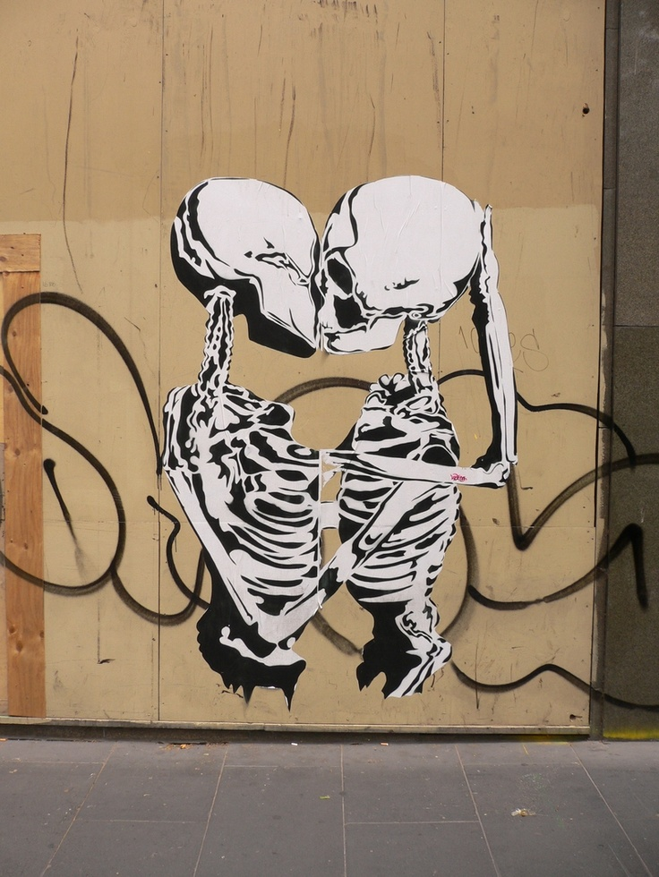 Kissing bones