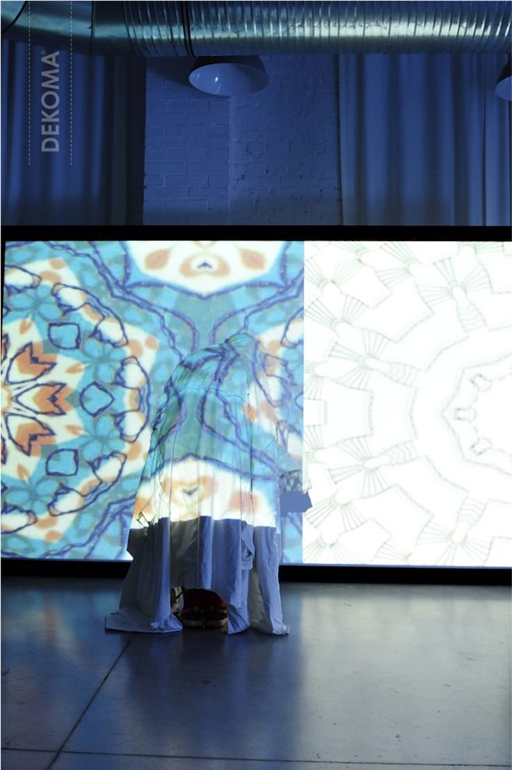 A view at the Artisanal Digital performance by the French Mother-Daughter duet – ID Textile. An experimental way of presenting embroideries, knits and prints was a base for an interactive video installation.