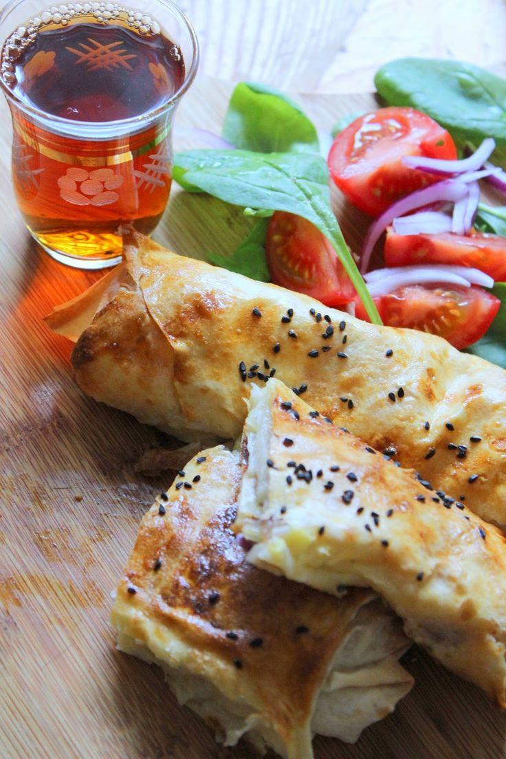 Mit Yufka kann man auch Kartoffelbörek zubereiten. Dafür kann man die Kartoffeln zuerst kochen und dann mithilfe einer Gabel zerdrücken o...