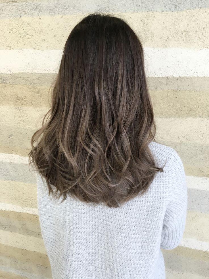 髪を染めてから1か月後、気付けば根元がプリンに。でもお金もないし、染めるのが面倒くさい。そう思うときありませんか?そんなあなたにおすすめのヘアカラーは、グラデーションカラーです。グラデーションカラーにすればプリンになったってへっちゃら!今回は長さ別のグラデーションカラーをご紹介。