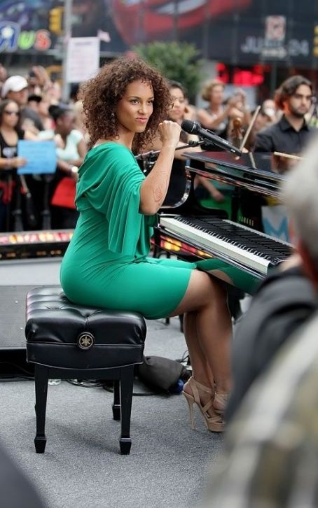 Best 25 Alicia Keys Ideas On Pinterest Alicia Keys Hair