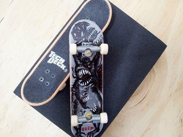 BRAND  FLIP SKATER  TEAM SERIES  STANDARD SERIES PRODUCT  96MM DOUBLE PACKS * มีลายที่ล้อ * #techdeck #techdeckthailand #thailandtechdeck #fingerboard #fingerboardthailand #thailandfingerboard #toysthailand #toythailand #miniskate #skate #sk8 #สเก็ต #thailandskateboard #skateboardthailand #สเก็ตไทย #techdeckcollection #fingerboardsth #jjgreen  #flip