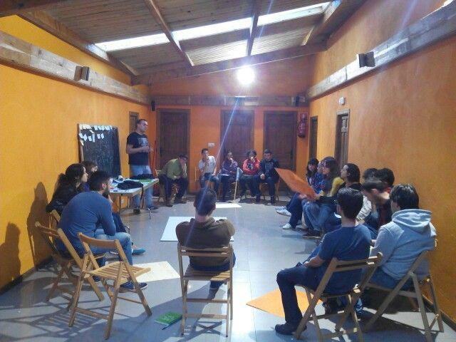 """Impartiendo taller """"Relevo generacional en AAJJ"""" en el II Encuentro de asociaciones juveniles. (Ocero - El Bierzo)"""