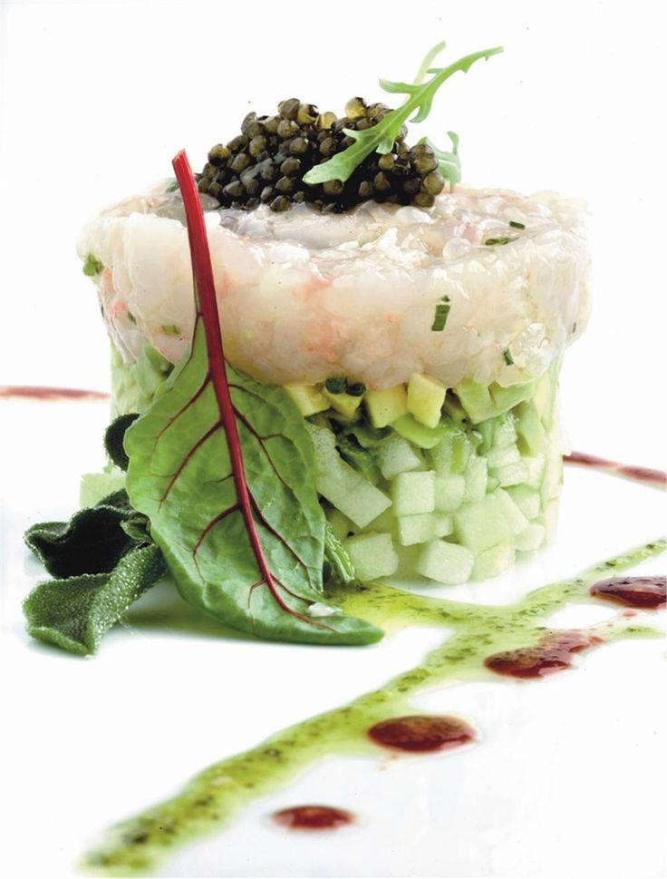 Tartar de cigalas con aguacate, manzana ácida y caviar. Para compartir con esa…