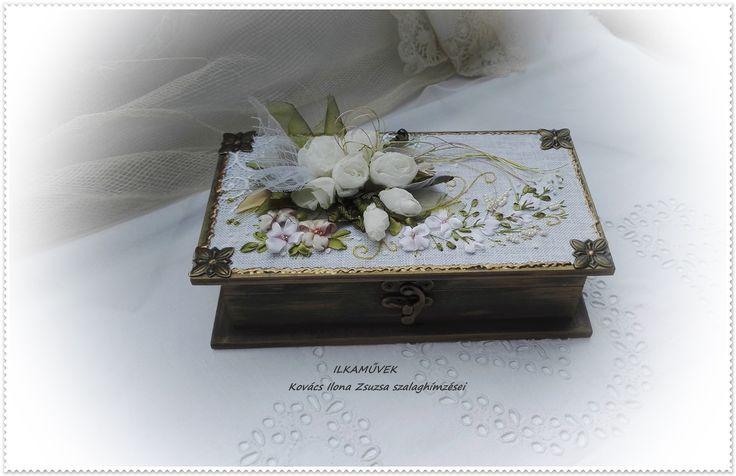 Fehér rózsa csokor díszdobozon