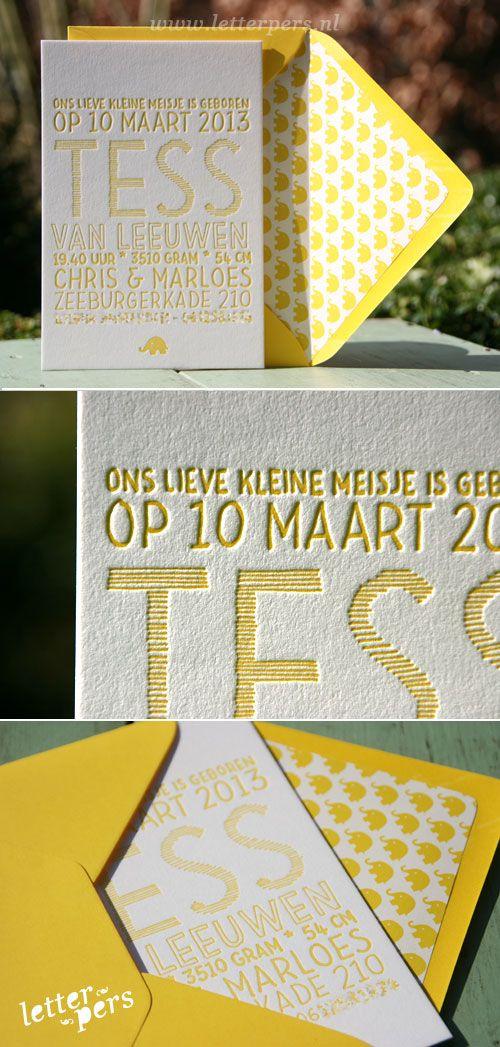 letterpers_letterpress_geboortekaartje_Tess_handgeschreven_olifantjes_enveloppen_voering_geel_envelop