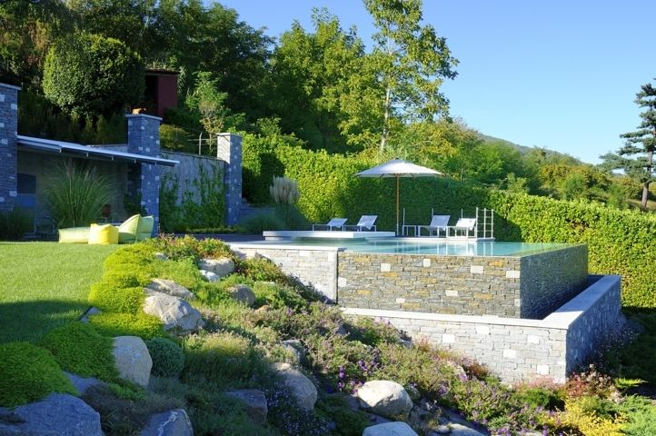 Beautiful private swimming pool solution with sfioro infinity built by MIRANI PISCINE - Lake Maggiore/Italy