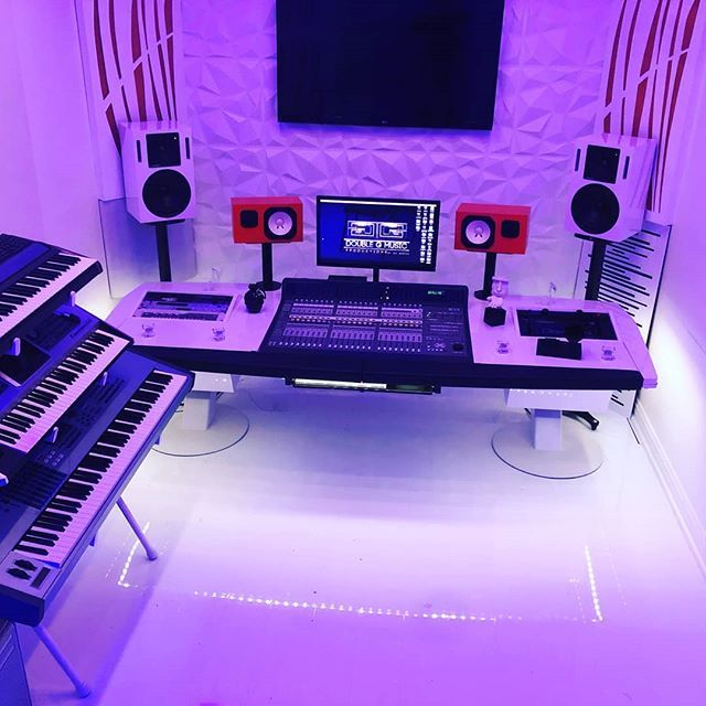 Lots Of Style And Design In This Studio By Doublegmusic Musicproducer Musicstudio Home Studio Setup Music Studio Room Studio Room