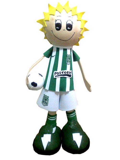 Fofucho o muñeco futbolista de nacional. Elaborado en foamy, Especial para decoración infantil y como regalo