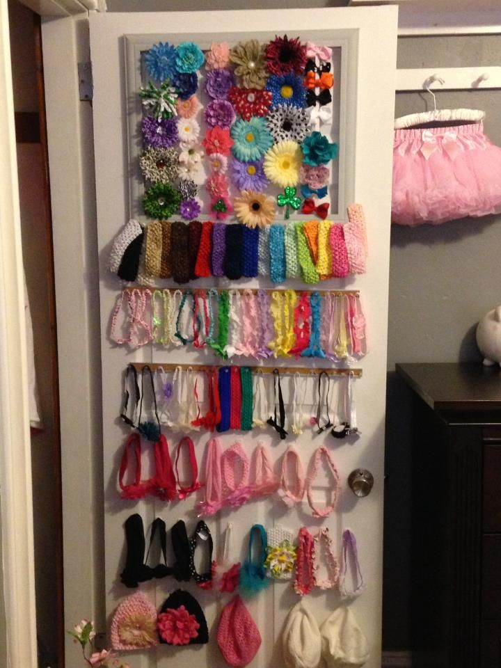 Holy Hairbow Storage! (Love the use of the back of a closet door so it's easy access, but still hidden) #organization #nursery #storage