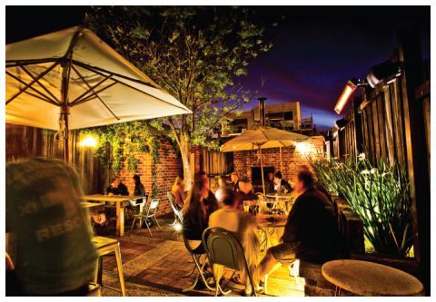 Find small bars and wine bars in Fremantle. Sample a fine wine, a boutique beer or a delicious cocktail.