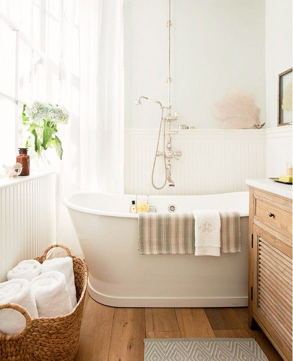 Vintage shower faucet and large, luxe tub