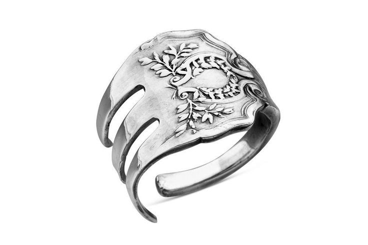 Made from an antique fork pattern from the 1800s, this one-size-fits-all silver plate ring makes a wonderfully unique accessory! This trendy ring was inspired by a vintage cocktail fork. ◦Adjustable,