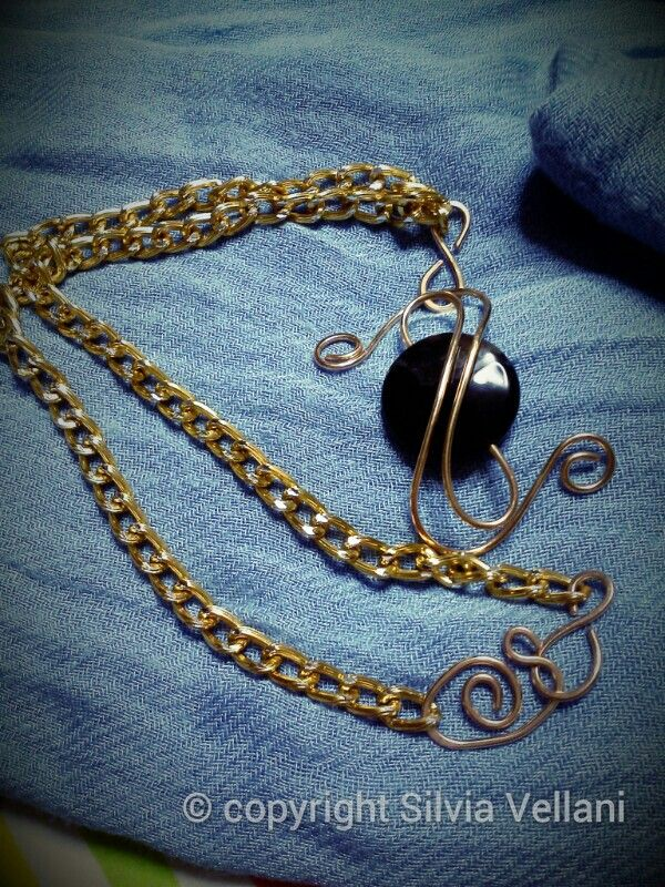 Aluminium necklace with bronze pendant and onix