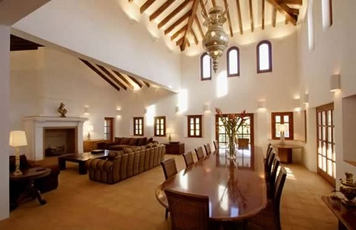 Casa de campo detalle techo central en forma de pir mide - Decorar casas de campo ...