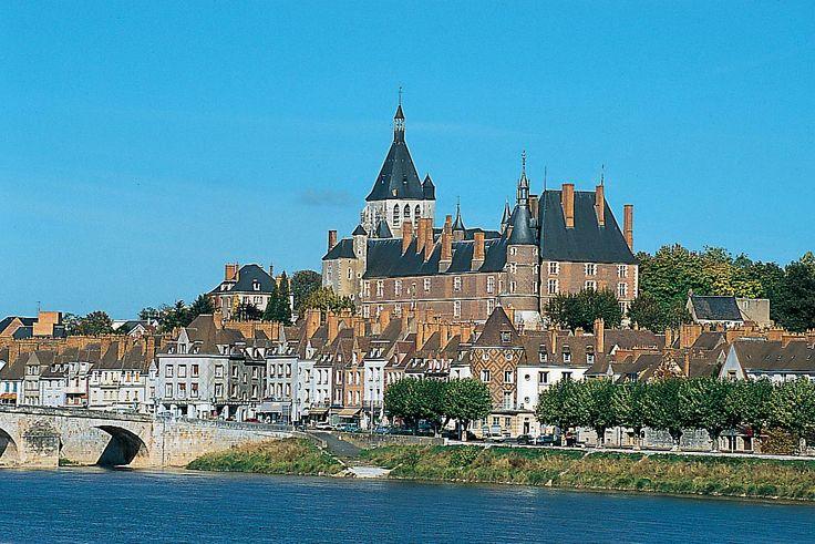 La ville de Gien #CoteauxduGiennois  @Benoit_Roumet