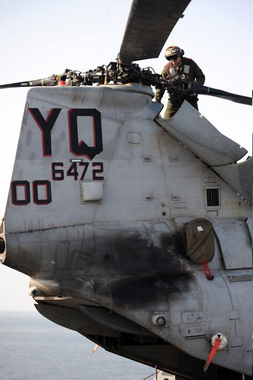 CH-46E Sea Knight helicopter