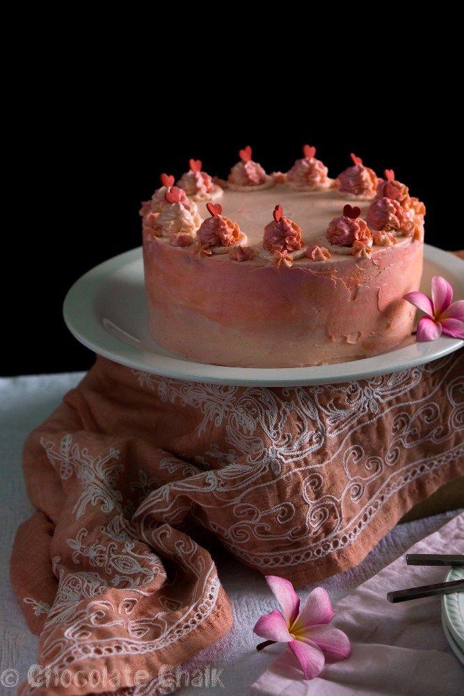 Торт специально для шокоголиков, хотя, уверена, что он понравится всем без исключения. В нем спрятаны шоколадные бисквиты на кефире - нежнее, насыщеннее шоколадной основы для торта я не