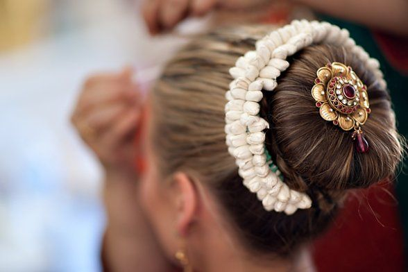 1000 Ideas About Wedding Hairstyles On Pinterest: 1000+ Ideas About Indian Wedding Hairstyles On Pinterest