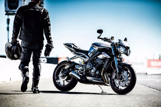 2017 Triumph Street Triple RS: significantly higher power to weight ratio than the 1050cc Speed Triple
