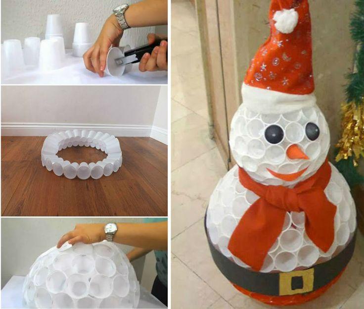 DIY Boneco de Neve de Natal com Copos Plásticos e Tecido