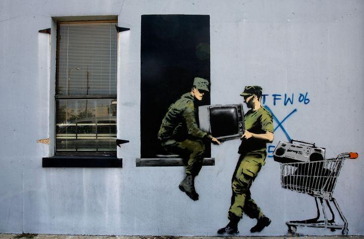 Mais uma do Banksy, criticando os altos custos da guerra do Iraque e Afeganistão.