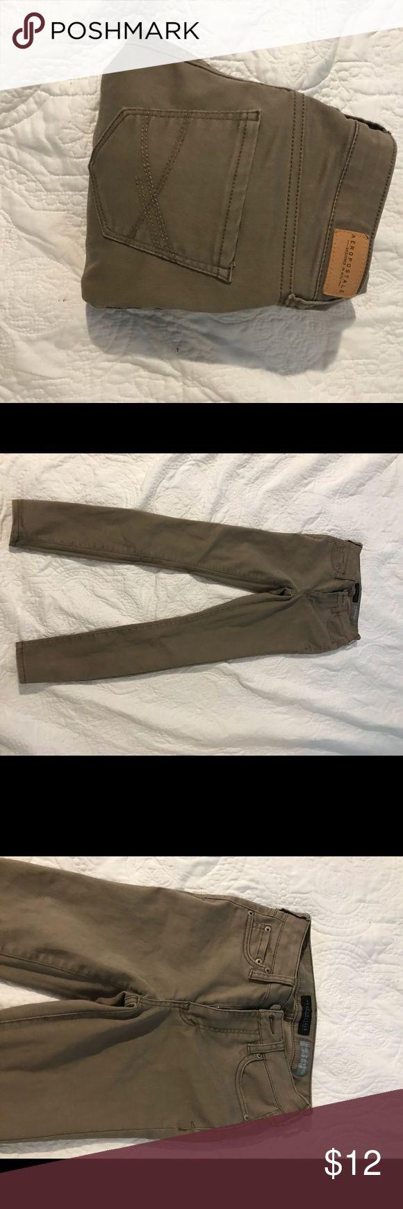 Khaki jeggings Khaki jean/legging pants that are high waisted Aeropostale Pants Skinny