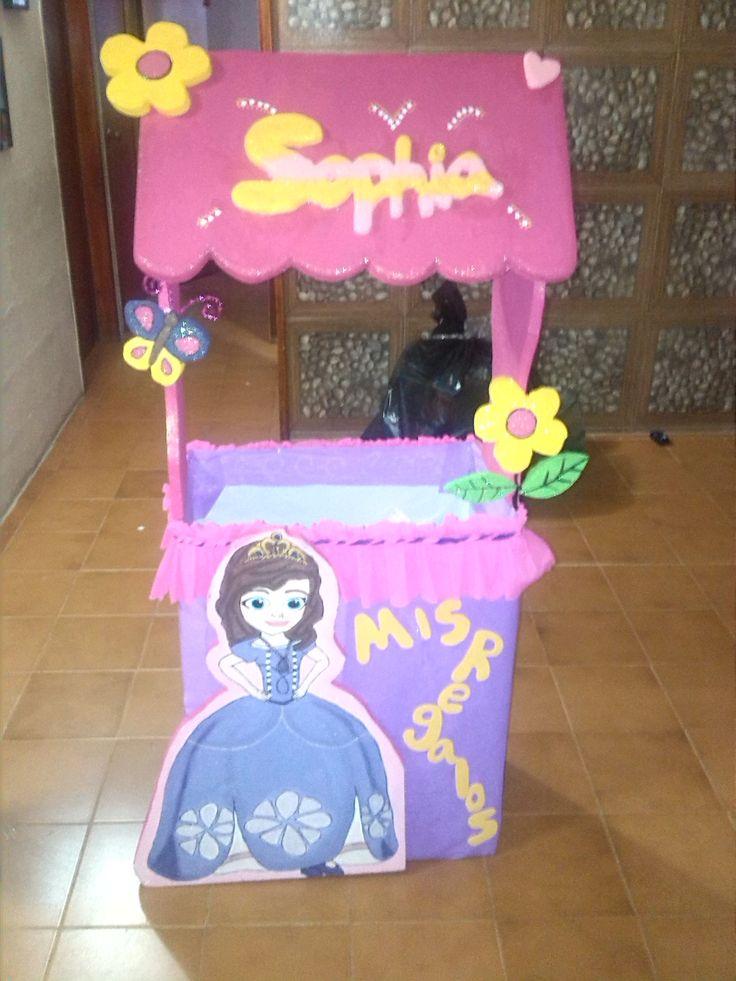 caja de regalo de la princesita sofia ... primer año de mi sobrina <3