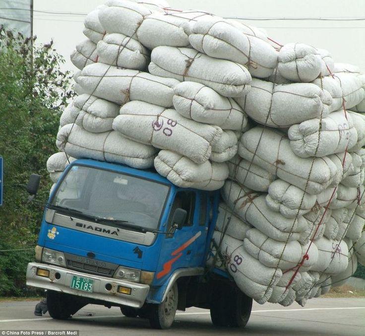 vehicules surcharges en chine 1 Ces véhicules surchargés en Chine voiture velo transport photo moto image chine camion