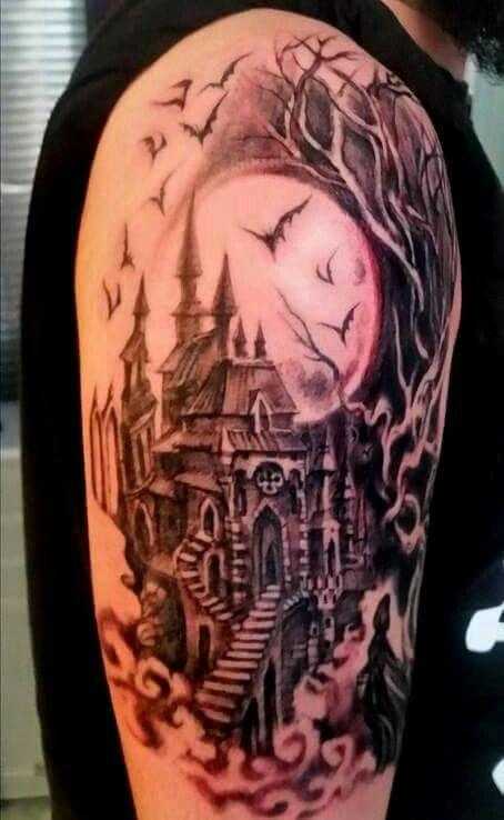 Luna e castello gotico