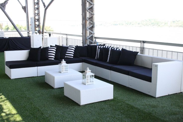 Modulaire en osier blanc parfait pour accueillir tous vos invités / perfect white wicker modular to welcome all your guest - Sofa to Go