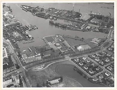 552_320832 Het Wantij bij de watertoren, vanuit het zuidoosten gezien; centraal/diadonaal de … - Regionaal Archief Dordrecht